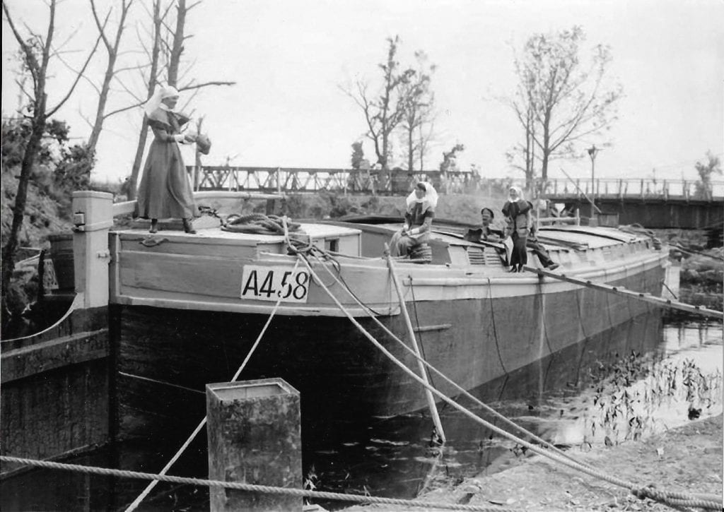 Army nurses on a barge WW1